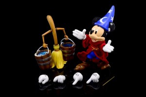 Herocross 009S – Sorcerer Mickey & Broom (Fantasia)
